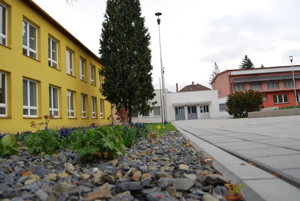 Střední odborná škola Josefa Sousedíka - budova školy